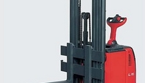 straddle stacker