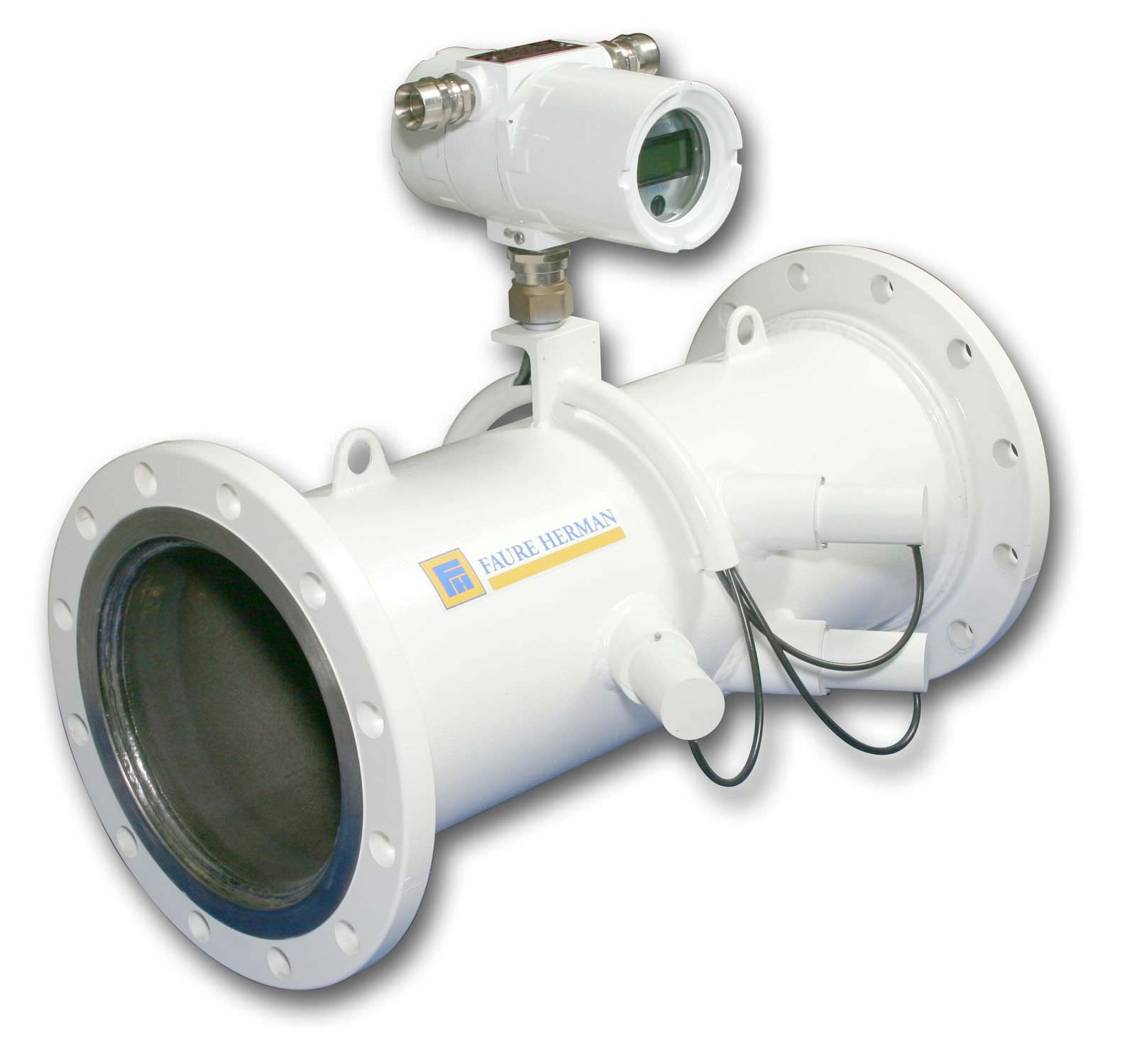 Ultrasonic flow meter for liquids for hydrocarbons in line