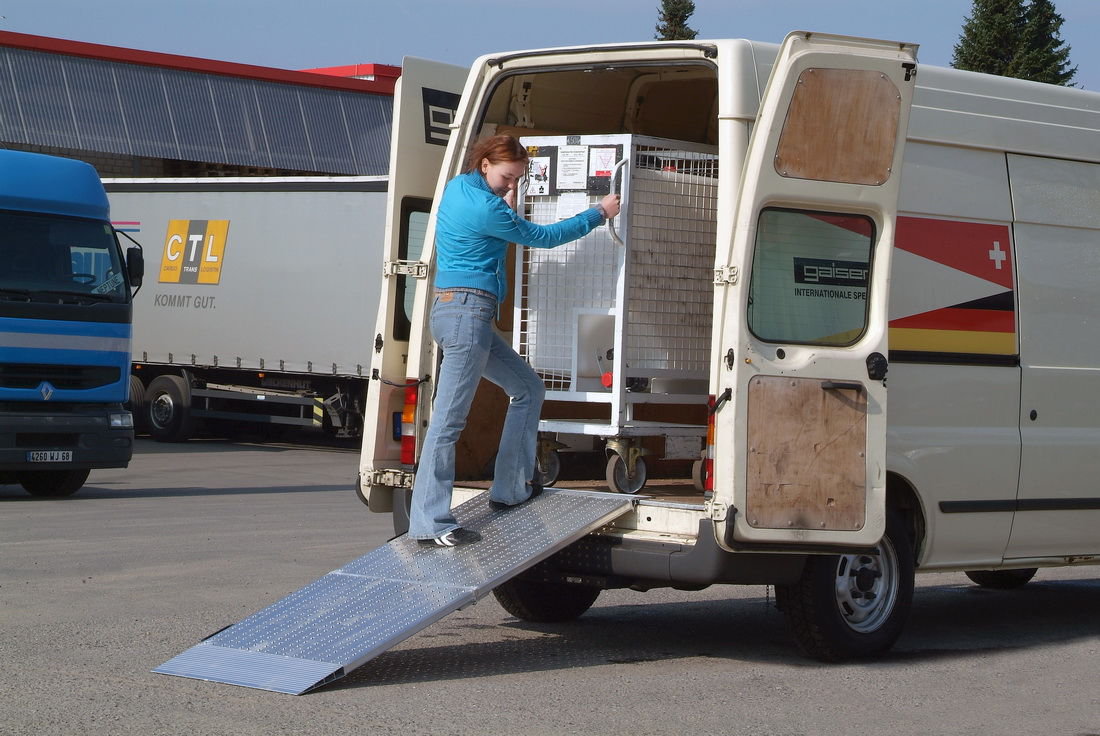 utility vehicle loading ramp / mobile / manually-controlled
