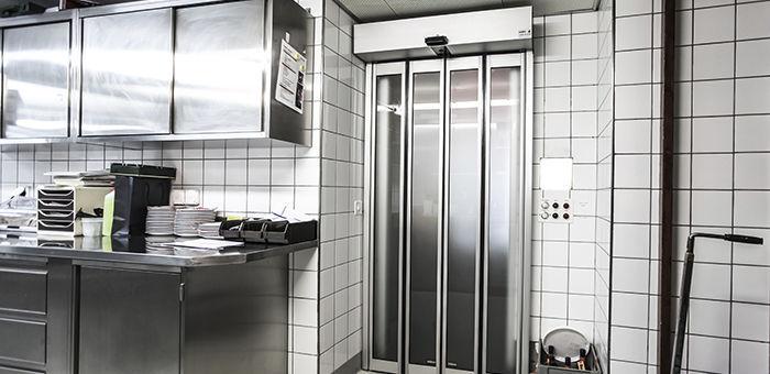Folding door / glass / indoor / industrial - Gilgen Door Systems AG