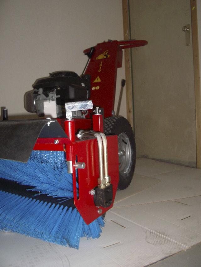 Walk-behind sweeper / hydraulic / gasoline GS 1010 GS-engineering
