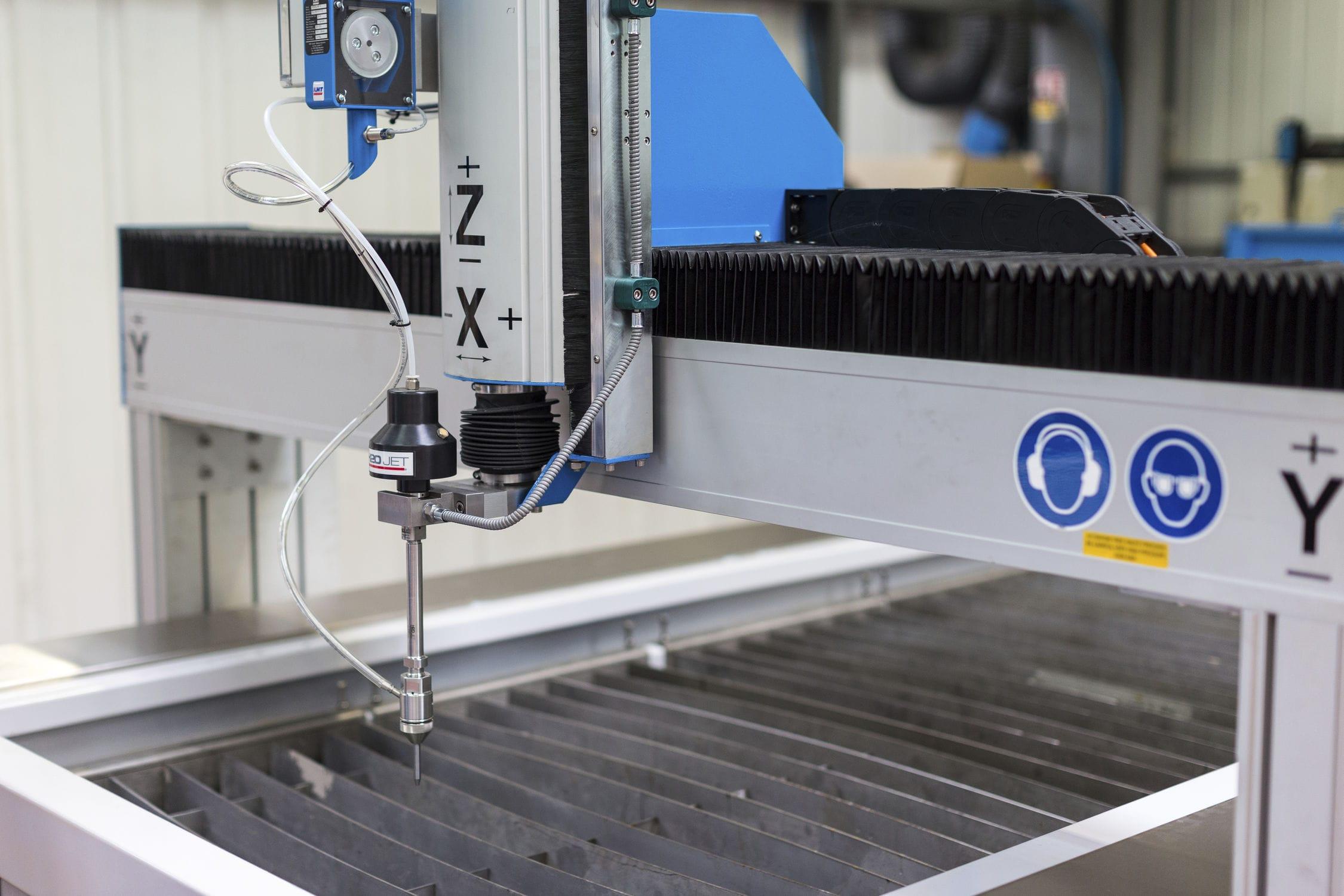 Abrasive water-jet cutting machine / pure water-jet / CNC