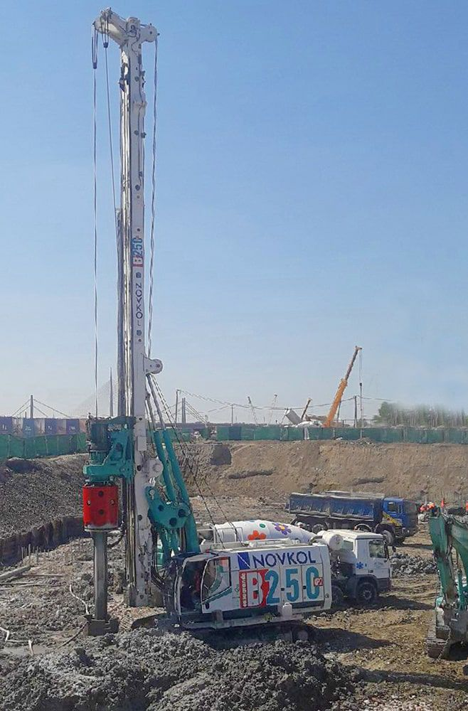 Piling drilling rig / crawler / rotary / hydraulic - B250 XP