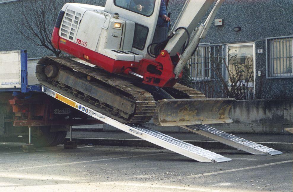 aluminum loading ramp 2 000 5 000 mm 2 500 28 560 kg - Aluminum Ramps