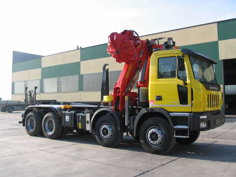 camion con + di 4 assi Truck-mounted-crane-materials-handling-90939-5785597