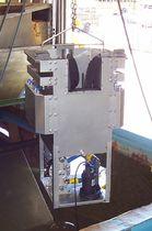 Self adjusting oil skimmer