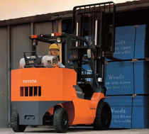 LPG forklift / gas / with combustion engine / ride-on