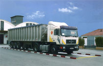 Metal weighbridge / for vehicles