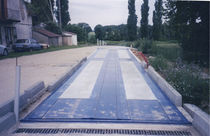 Concrete weighbridge / for vehicles