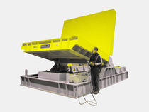 Pallet tipping station / hydraulic