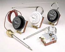 Gas expansion thermostat