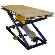 Scissor lift table / foot-operated / pneumatic / with safety barrier