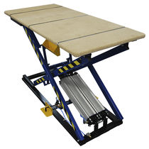 Scissor lift table / foot-operated / pneumatic / for heavy loads