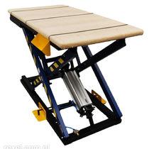 Scissor lift table / pneumatic