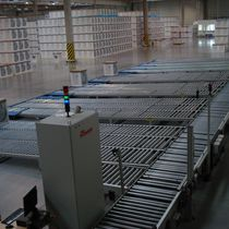 Roller conveyor / horizontal / automatic / transport