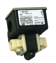 Differential pressure switch / for water
