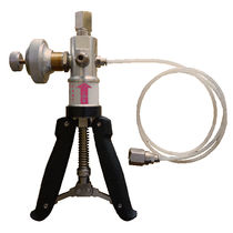 Manual calibration pump / pneumatic / for pressure generation