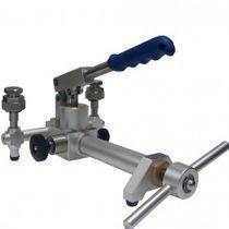 Manual calibration pump / for pressure generation