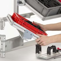 Double pivot arm / for trays