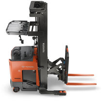Electric reach truck / stand-on / handling