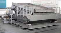 Linear vibrating screener / for bulk materials / for harsh environments