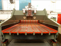 Linear vibrating screener / for bulk materials / process