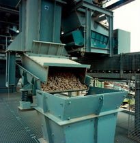 Vibrating feeder sieve / solid/liquid / for mining