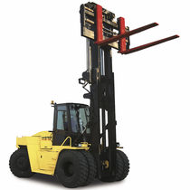 Diesel engine forklift / ride-on / for heavy loads / compact