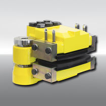 Disc brake caliper / hydraulic clamping / release spring