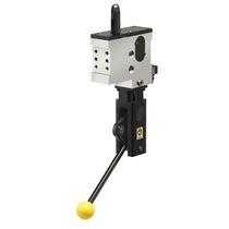 Retractable locating pin / manually-controlled
