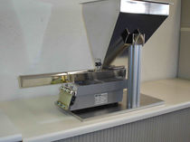 Bulk products dispenser / compact