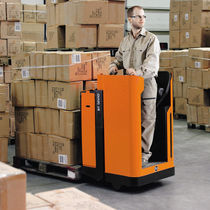Electric pallet truck / stand-on / transport / loading