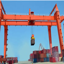 Rail-mounted gantry crane / for containers