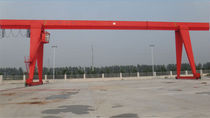 Single-girder gantry crane / for heavy loads