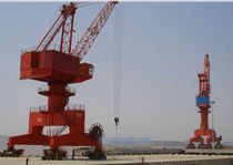 Fixed crane / harbor / shipbuilding / loading