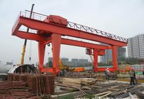 Rail-mounted gantry crane / for subway plattforms
