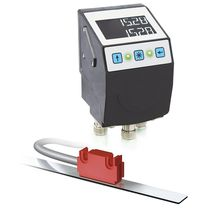 Position indicator / LCD / plug-in / for magnetic sensors