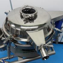 Vibrating screener / for powders / pneumatic conveying