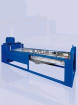 Linear vibrating screener / for bulk materials / for powders / for pellets