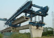Double box girder launching gantry / for bridge construction