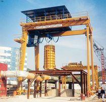 Rail-mounted gantry crane / for prefabrication sites