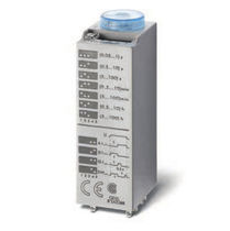 Multi-function time relay / plug-in