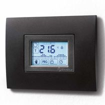 Room thermostat / wall-mounted / programmable / with digital display