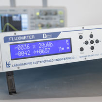 Electromagnetic field fluxmeter / digital