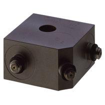 Piezoelectric accelerometer / triaxial