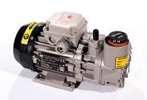 Rotary vane vacuum pump / single-stage / lubricated / industrial