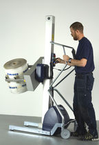 Roll lifting device / for reels / with gripping tool / battery-powered