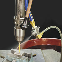 Paint atomizing nozzle / for the steel industry / pneumatic