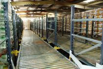 Flow storage shelving / for cartons