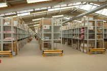 Single-sided shelving / for heavy loads